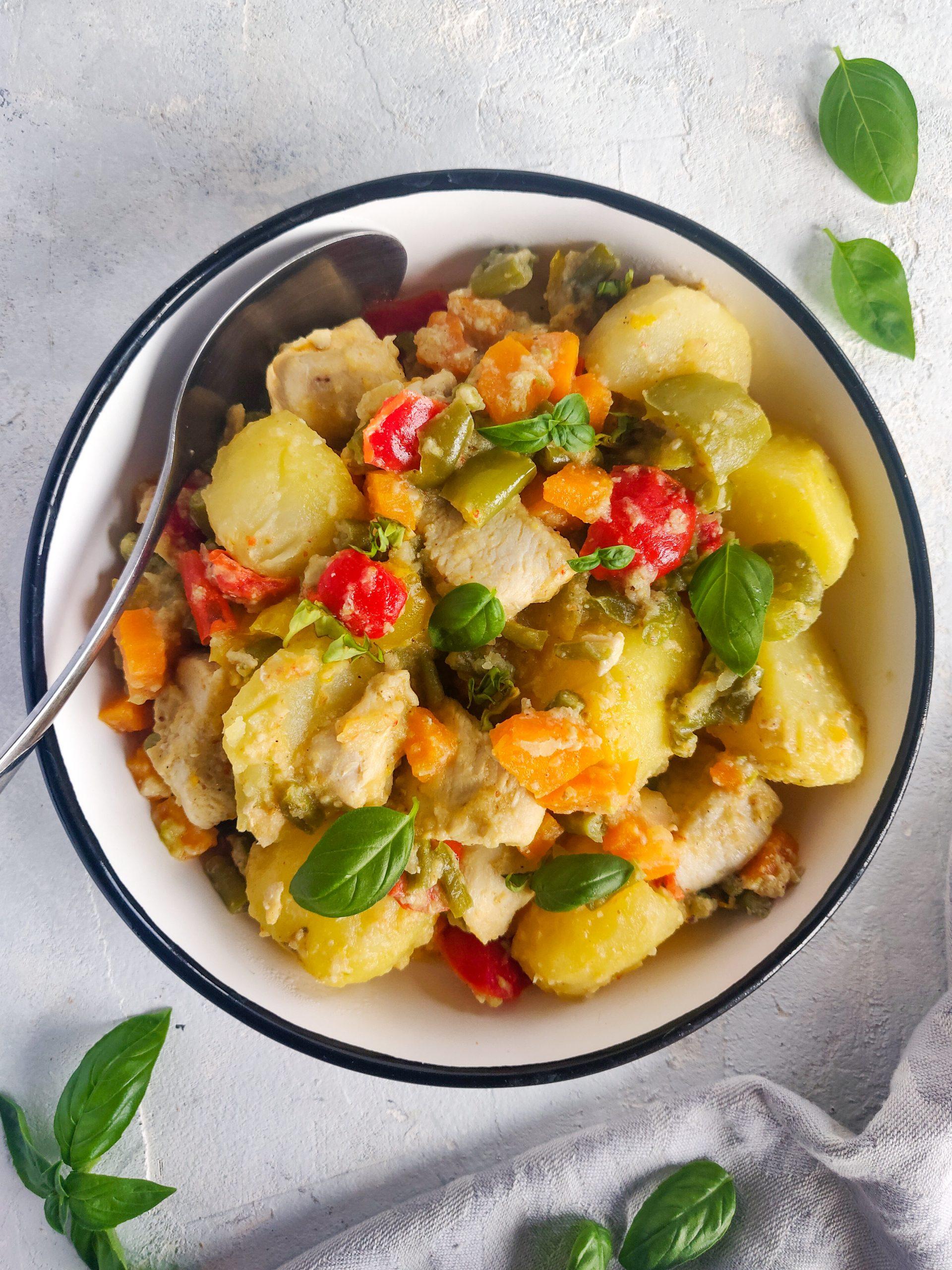 You are currently viewing Sauté de pommes de terre et poulet aux légumes